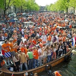 Canals amsterdam kingsday