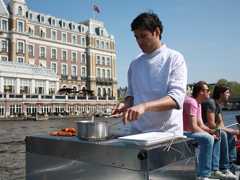 BBQ organiseren op een boot van Boot Huren Amsterdam