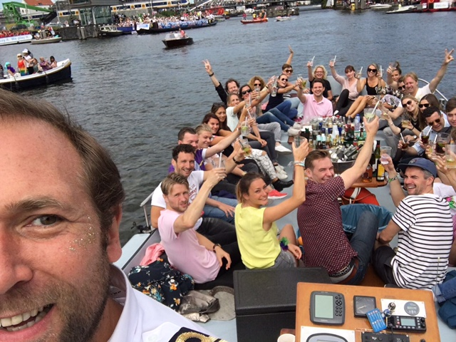 Boot huren tijdens de Canal Pride in Amsterdam
