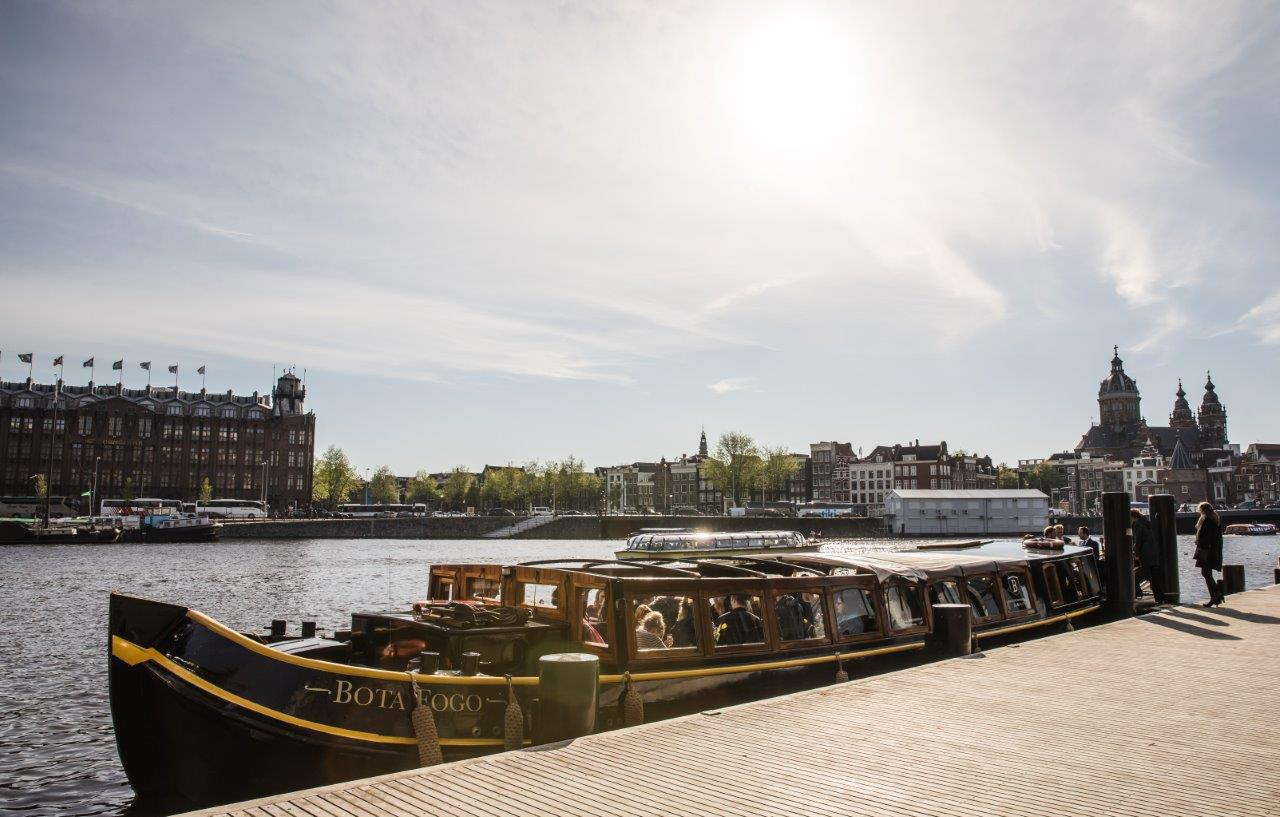 Deze afbeelding heeft een leeg alt-attribuut; de bestandsnaam is Amsterdam-Boats-Tickets.jpg