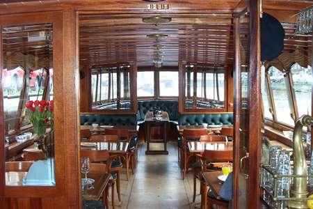 Canal boat Monne de Miranda