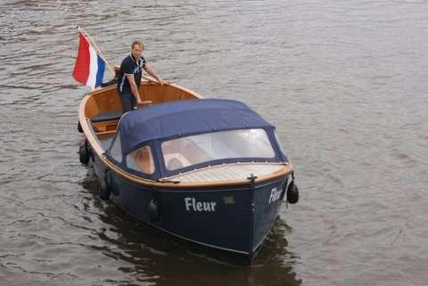 Open boat Fleur