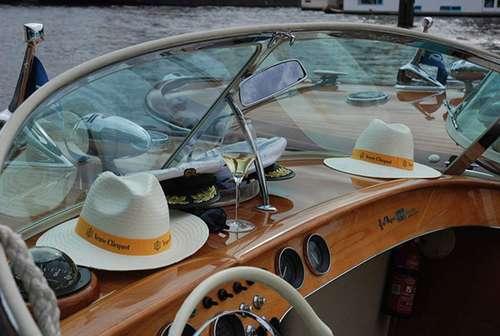 Open boat Ambolux