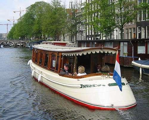Canal boat De Tourist