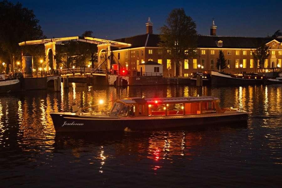 Canal boat Jonkvrouw