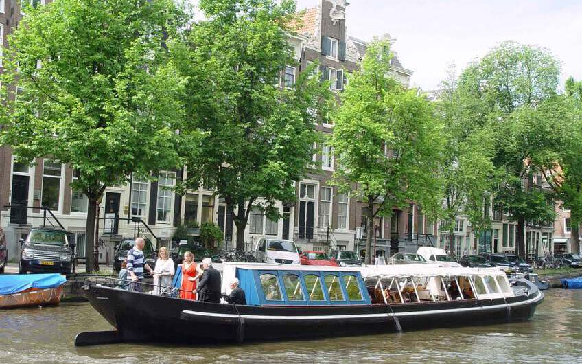 Rent a Canal barge in Amsterdam: Boat rental at fair rates
